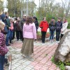 У памятного камня в Жигулевске на площади Победы